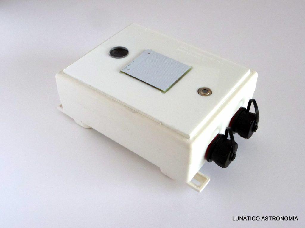 AAG CloudWatcher cloud detector, high accuracy, low-cost system.