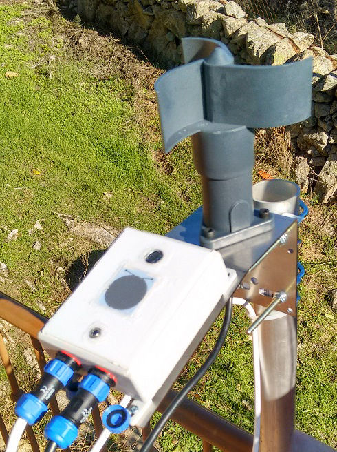 AAG CloudWatcher cloud detector and anemometer set up